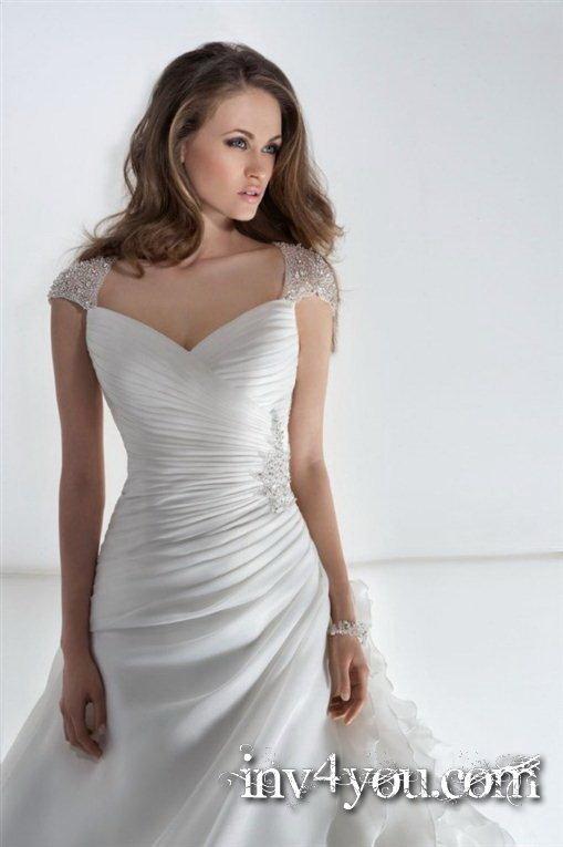 Платье из органзы с v образным вырезом