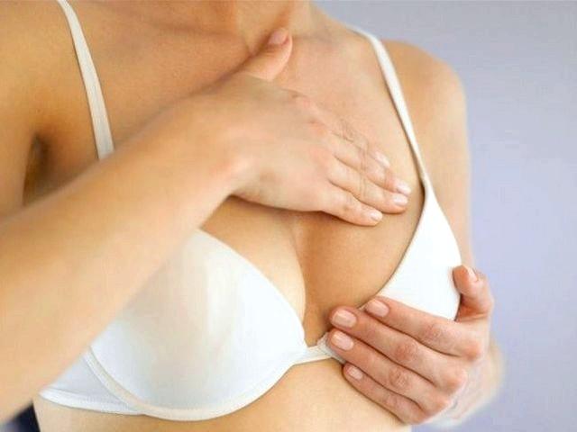 Почему болит грудь перед месячными?